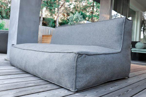 C-2 Edge nowoczesny zestaw ogrodowy z tkaniny TroisPommes Home luksusowe meble ogrodowe elementy zestawu sofa podwójna kolor ciemny szary melanż