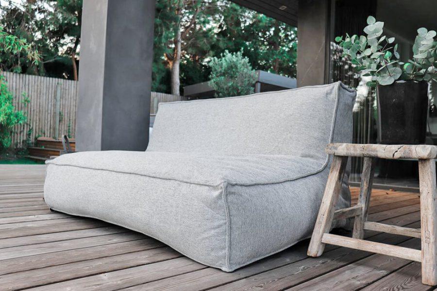 C-2 Edge nowoczesny zestaw ogrodowy z tkaniny TroisPommes Home luksusowe meble ogrodowe elementy zestawu sofa podwójna kolor jasny szary melanż