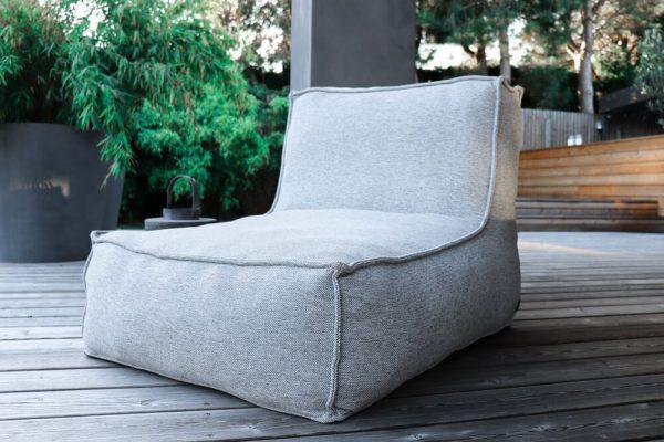 C-2 Edge nowoczesny zestaw ogrodowy z tkaniny TroisPommes Home luksusowe meble ogrodowe elementy zestawu fotel szezlong szwy zewnętrzne jasny szary melanż