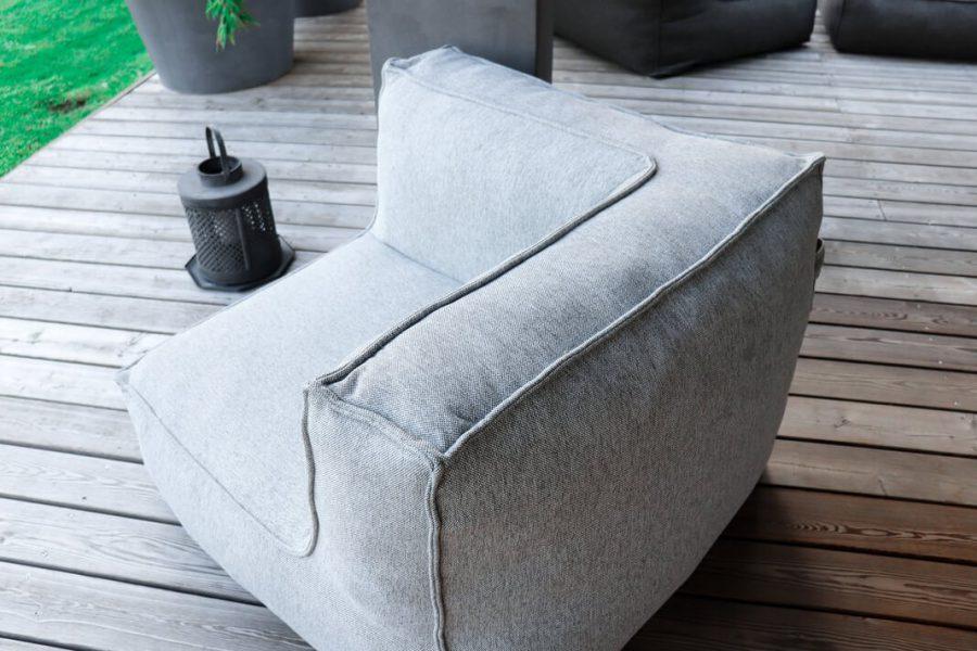 C-2 Edge nowoczesny narożny fotel ogrodowy z tkaniny TroisPommes Home luksusowe meble ogrodowe tkanina Olefin kolor jasny szary melanż