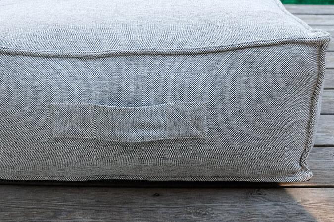 C-2 Edge nowoczesny zestaw ogrodowy z tkaniny TroisPommes Home luksusowe meble ogrodowe - detale rączka do przenoszenia