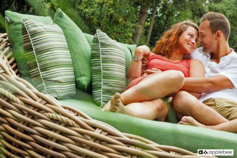 Cocoon luksusowa leżanka ogrodowa z technorattanu Apple Bee - poduszki Bee WETT Premium Line