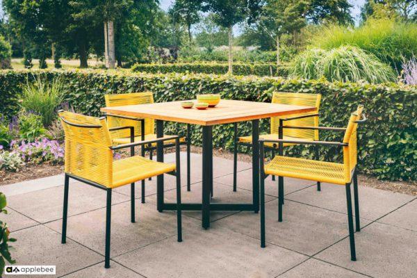Jakarta zestaw stołowy do ogrodu dla 4 osób - stół kwadratowy + 4 krzesła ogrodowe Jakarta Lemon (żółte)