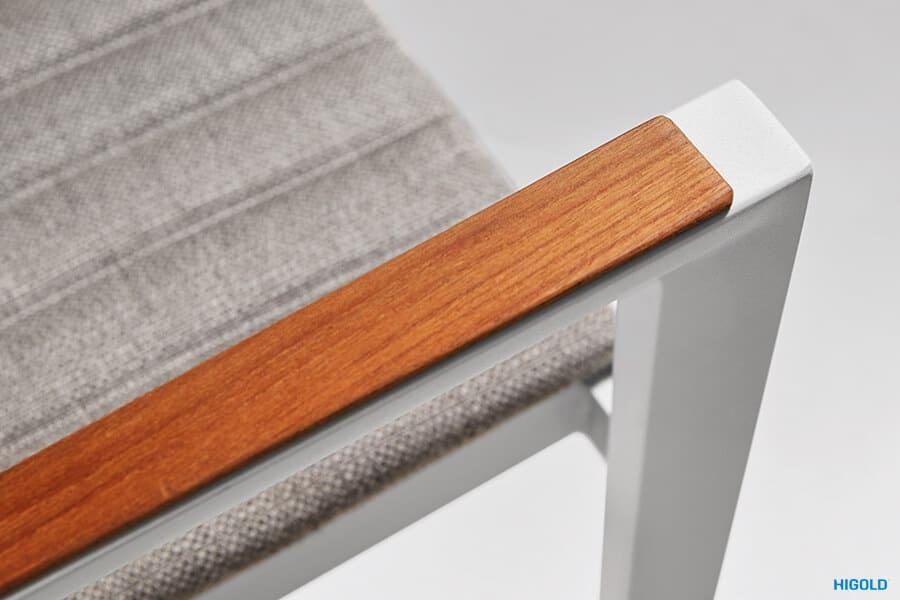 Champion meble ogrodowe aluminiowe | Krzesło ogrodowe Champion - podłokietnik wykończony drewnem tekowym