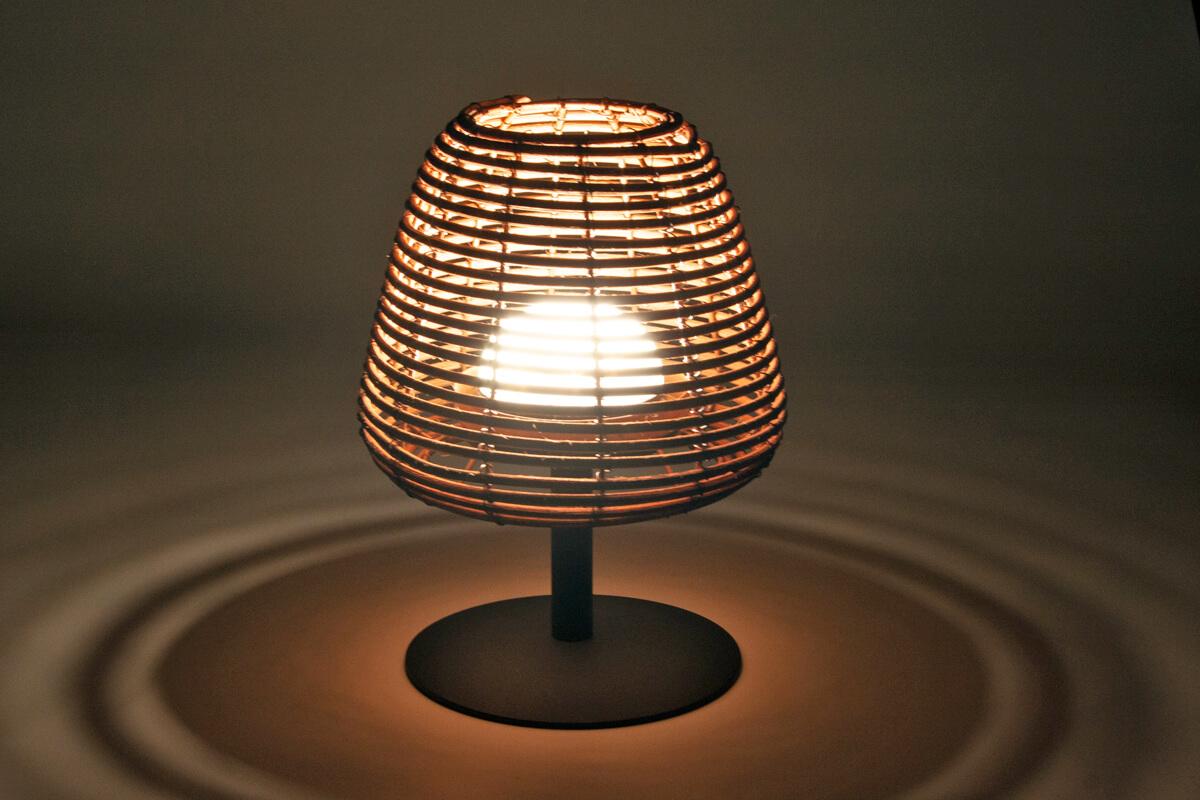 Boheme bezprzewodowa lampa stołowa ogrodowa LED technorattan | Lumisky