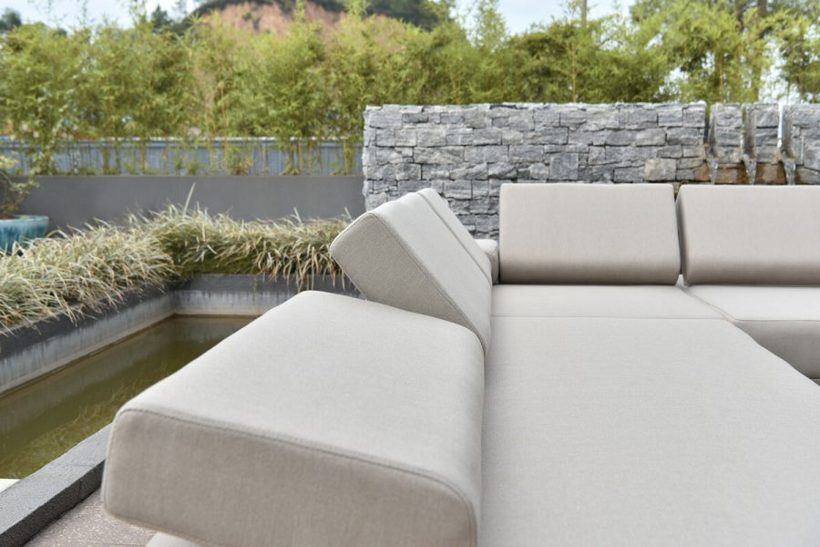 Sorrento nowoczesny narożnik ogrodowy z aluminium w odcieniu Champagne | Twoja Siesta luksusowe meble ogrodowe