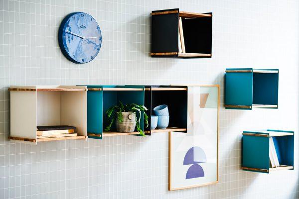 Box Wall designerska półka skrzynka do ogrodu biała szara turkusowa luksusowe meble ogrodowe akcesoria ogrodowe Cane-line