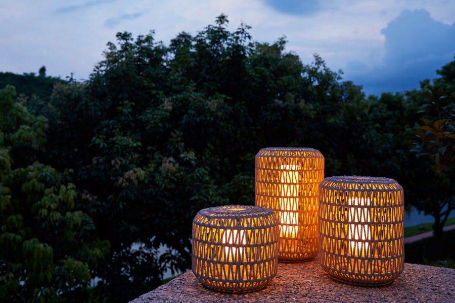 Durum lampa ogrodowa LED z grubej liny jasnoszara lina pleciona lampy ledowe do ogrodu Twoja Siesta luksusowe meble ogrodowe
