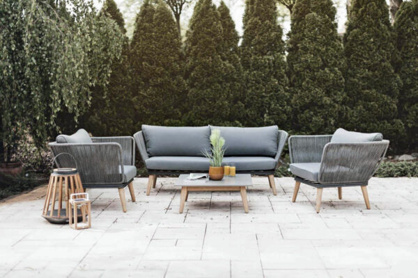 Corfu 3 elegancki zestaw wypoczynkowy do ogrodu sofa fotele kwadratowy stolik SUNS Zumm luksusowe meble ogrodowe