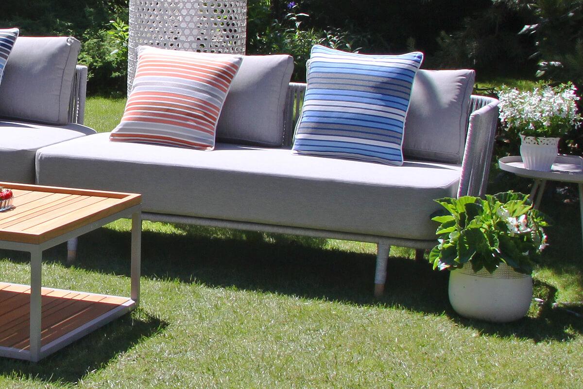 Coma Club meble ogrodowe wypoczynkowe sofa ogrodowa podwójna lewy podłokietnik jasnoszara lina aluminium poduszki w paski Doble Twojasiesta luksusowe meble ogrodowe