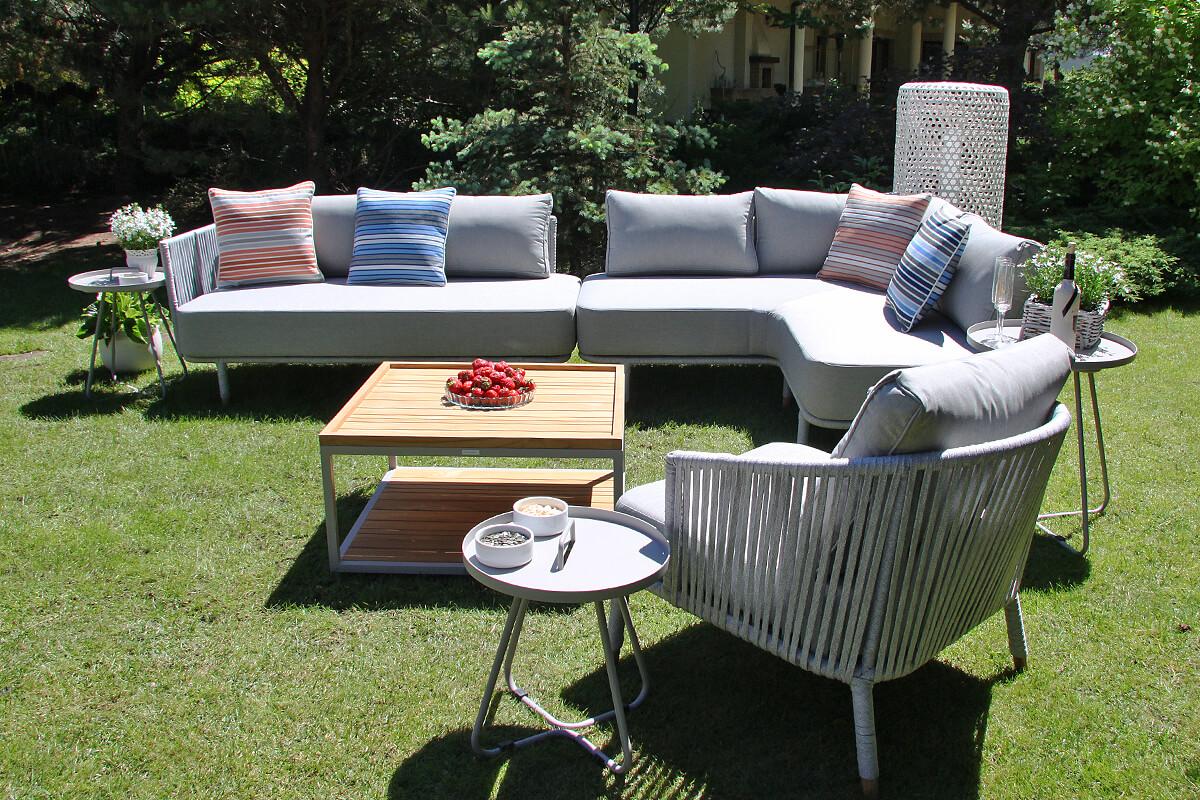 Coma Club meble ogrodowe wypoczynkowe zestaw narożny 4 elementy stoliki Cala poduszki Doble paski lampa ogrodowa Silo Twojasiesta luksusowe meble ogrodowe