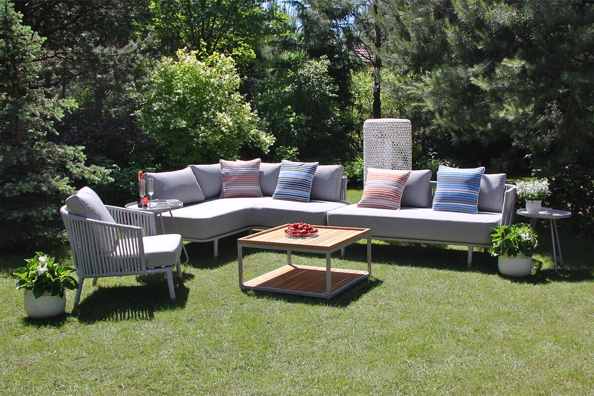 Coma Club meble ogrodowe wypoczynkowe zetaw narożny lewy 4 elementy jasnoszara lina aluminium poduszki ozdobne w paski Doble lampa ogrodowa Silo stoliki Cala Twojasiesta luksusowe meble ogrodowe