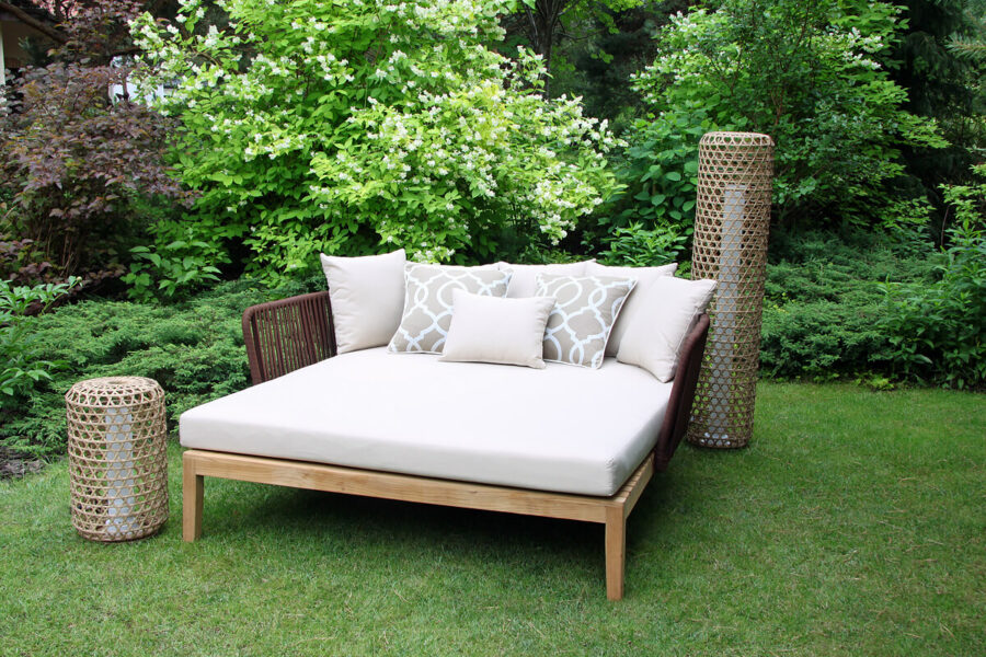 Manacor luksusowa leżanka ogrodowa drewno teakowe lina Twojasiesta luksusowe meble ogrodowe lampy ogrodowe Silo Spelt