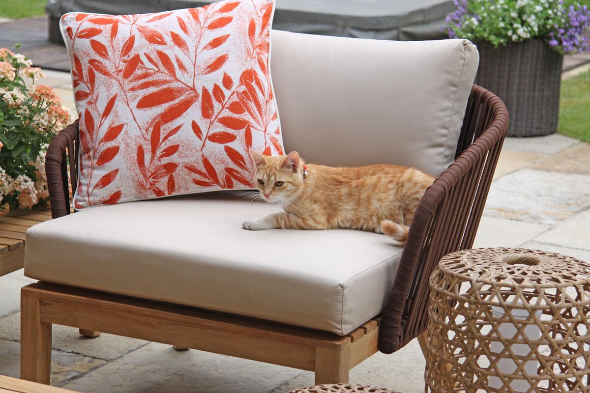 Manacor meble ogrodowe komplet wypoczynkowy fotel ogrodowy poduszka ozdobna Doble łososiowe liście lampa Spelt Twojasiesta luksusowe meble ogrodowe