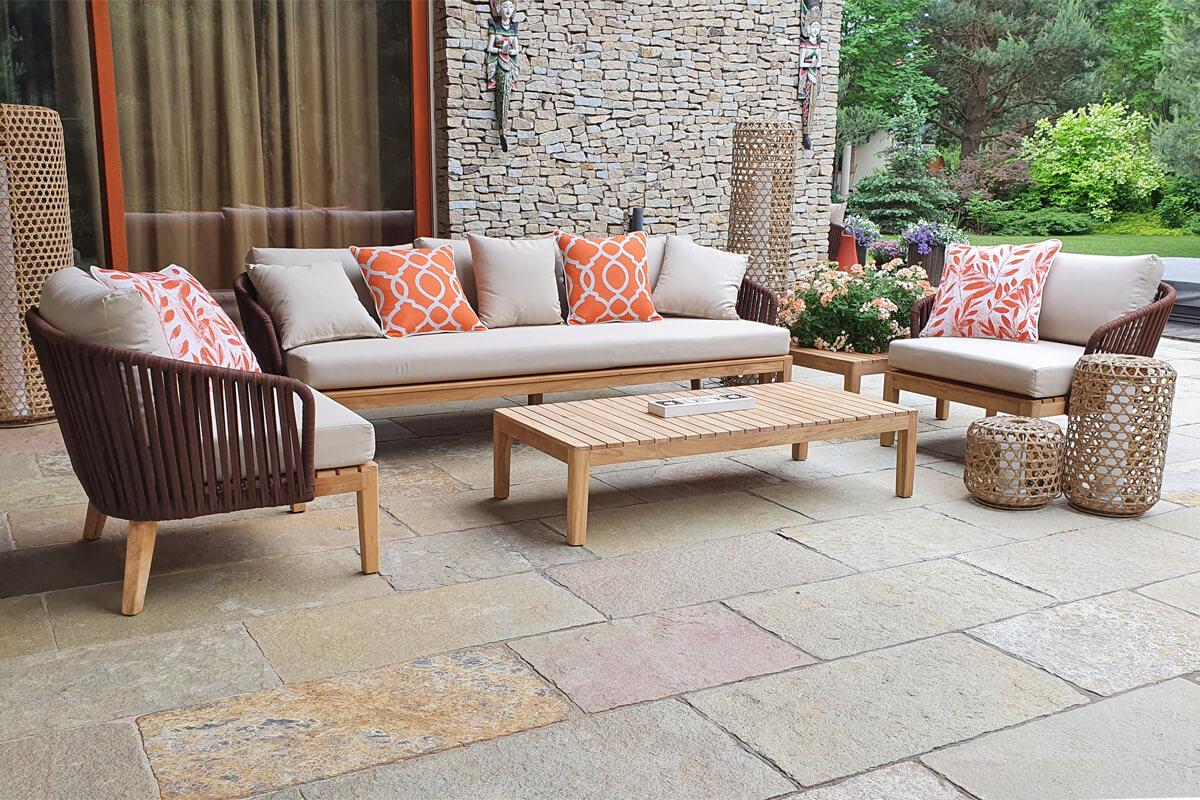 Manacor meble ogrodowe komplet wypoczynkowy kanapa 3 osobowa fotele ogrodowe stoliki kawowe poduszki ozdobne Doble łososiowe lampy ogrodowe wysokie Silo oraz mniejsze Spelt z technorattanu Twoja Ssiesta luksusowe meble ogrodowe