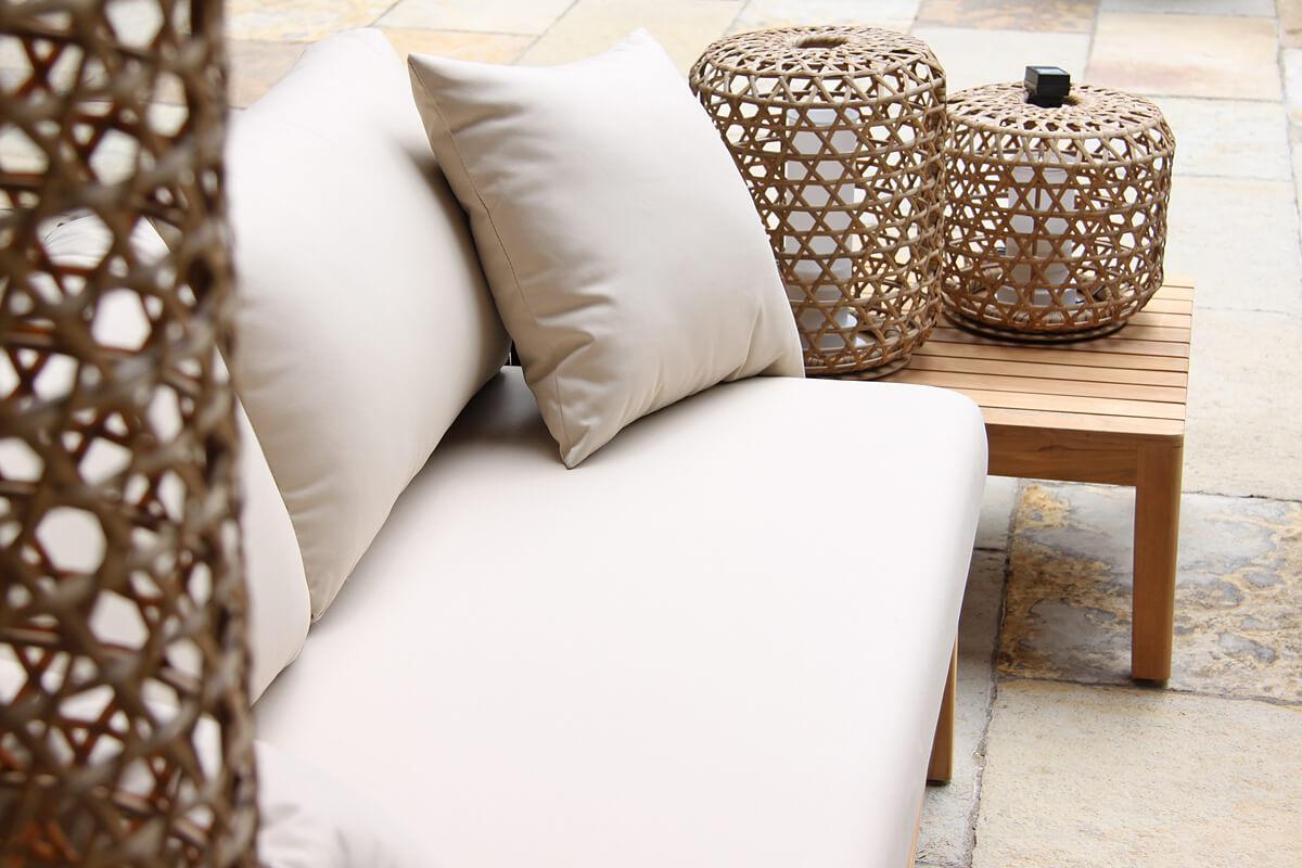 Manacor meble ogrodowe komplet wypoczynkowy sofa 2 osobowa stolik teakowy lampy ogrodowe Spelt Twojasiesta luksusowe meble ogrodowe