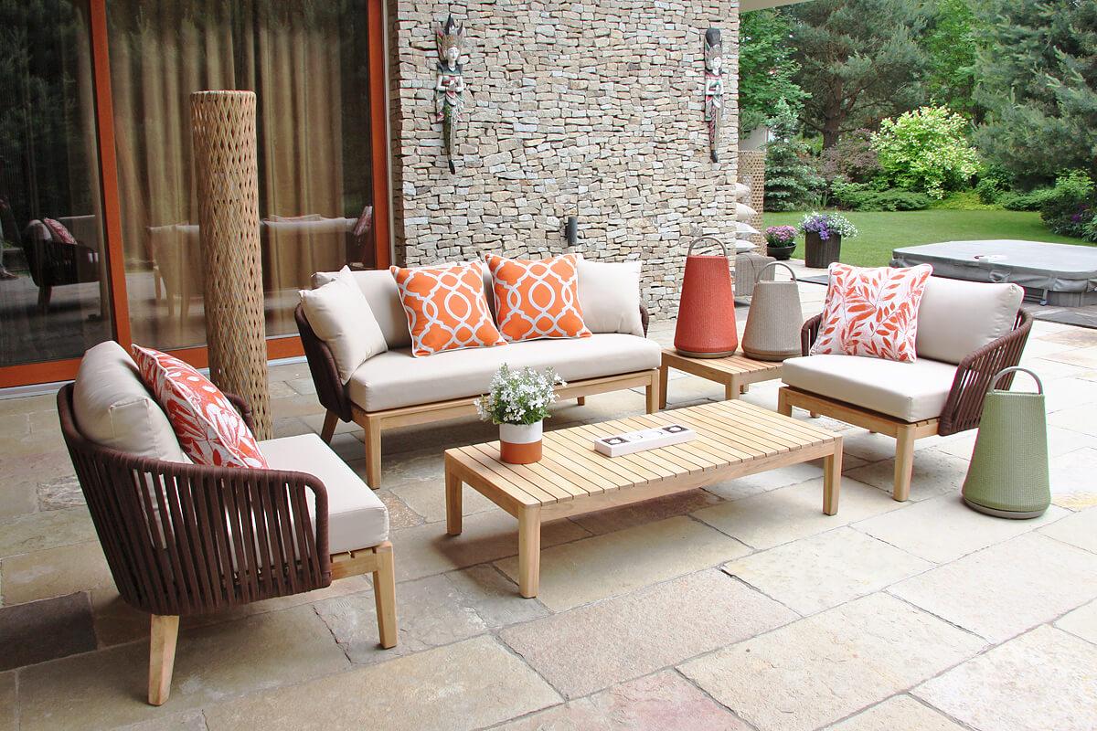 Manacor meble ogrodowe komplet wypoczynkowy sofa potrójna fotele ogrodowe stoliki kawowe lampy ogrodowe wysoka Colona z technorattanu oraz lampy Merino Twojasiesta luksusowe meble ogrodowe