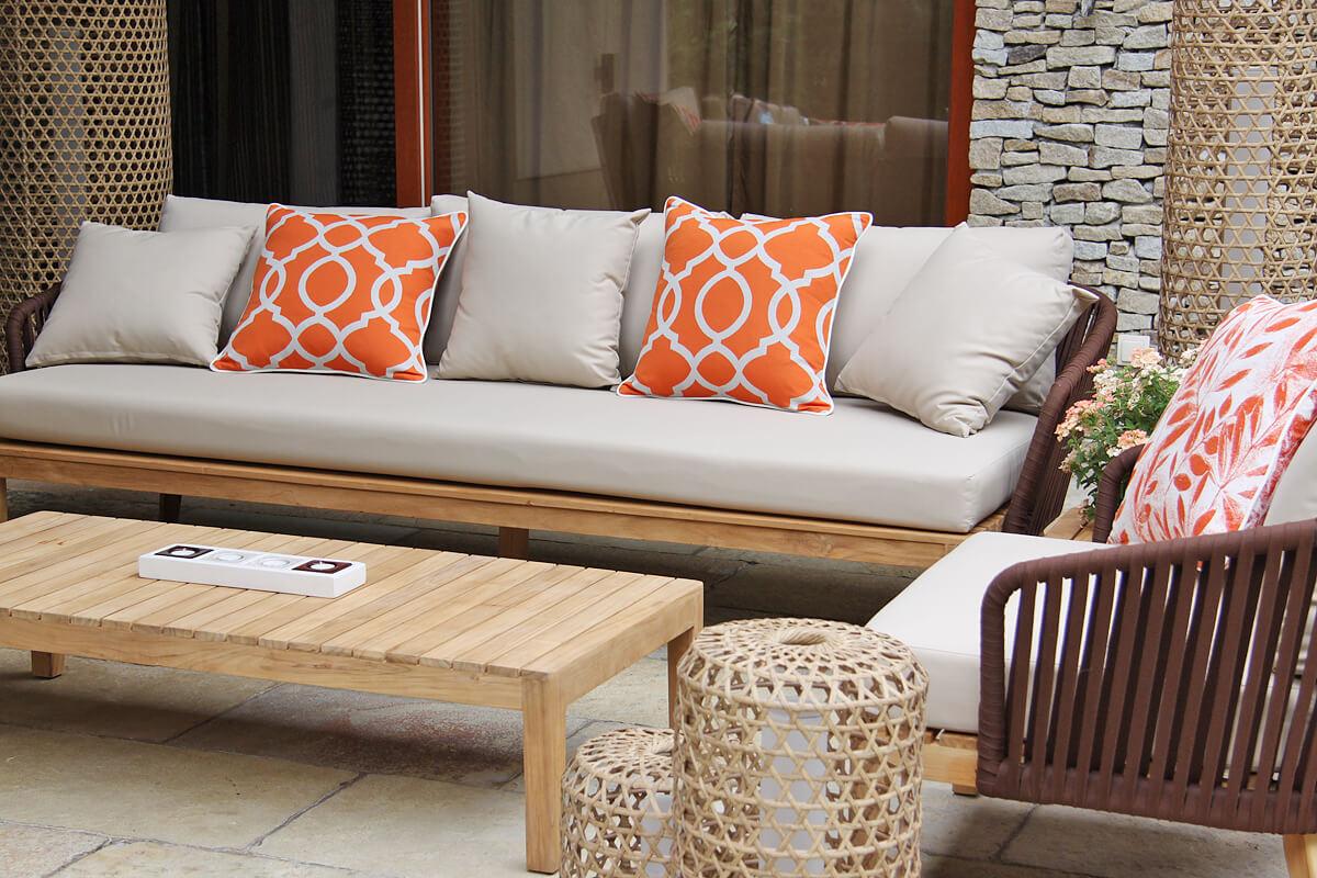 Manacor meble ogrodowe komplet wypoczynkowy sofa potrójna fotel pleciony ogrodowy lampy ogrodowe z technorattanu Spelt poduszki Dpble rozeta łososiowa liście Twojasiesta luksusowe meble tarasowe