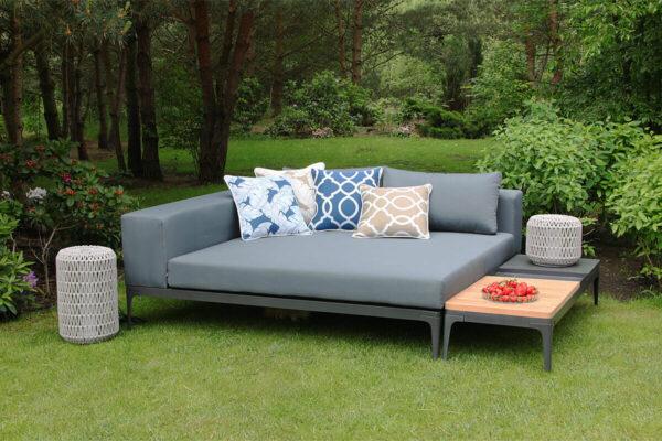 Minori luksusowa leżanka ogrodowa 2 osobowa długi stolik teakowy lampy ogrodowe Durum poduszki Doble Twoja Siesta nowoczesne meble ogrodowe