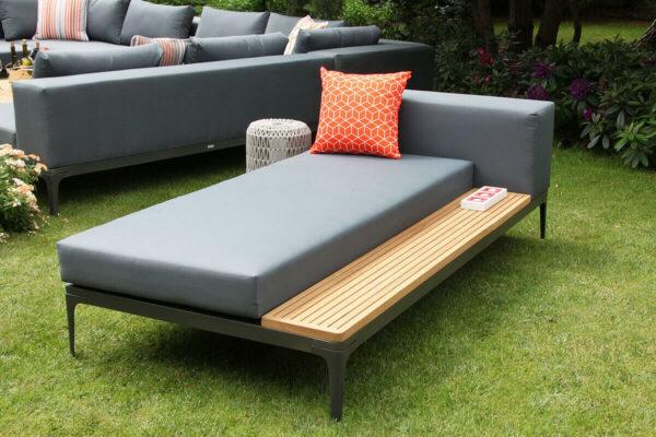 Minori szezlong leżanka ogrodowa z bocznym stolikiem po lewej stornie Twojasiesta nowoczesne meble ogrodowe tarasowe