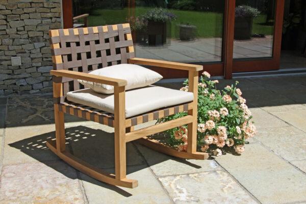 """Rock""""N'Roll ogrodowy fotel bujany z drewna teakowego linyi Twoja Siesta luksusowe meble teakowe"""