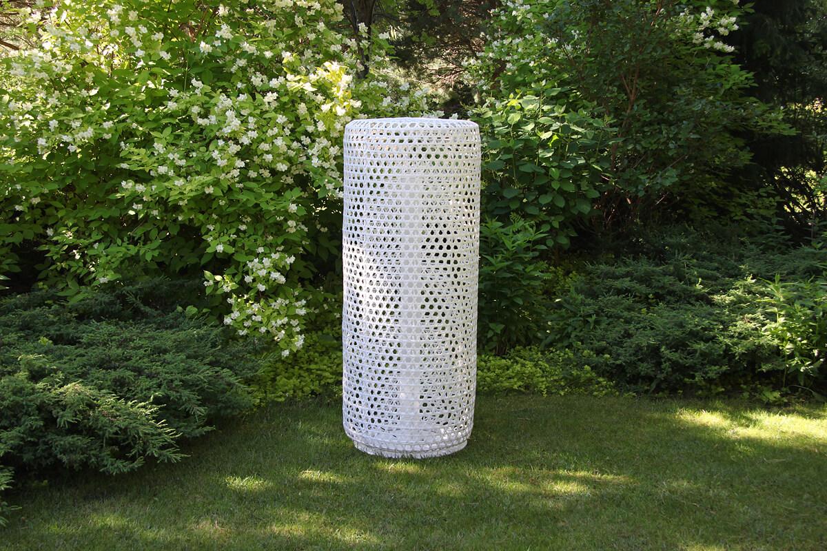 Silo wysoka lampa ogrodowa LED technorattanowa kolor biały rozmiar L lampy ogrodowe stojące ledowe 130 cm Twoja Siesta meble technorattan